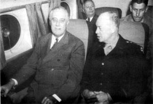 Eisenhower em viagem com o Roosevelt
