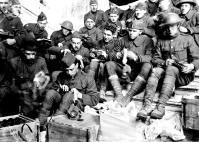 Soldados americanos em aula com máscara de gás - Lunéville