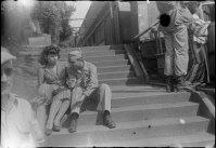 Os militares procuram ansiosamente meninas japonesas que deixam para trás um cheiro de tabaco, gomas de mascar e chocolate avelã