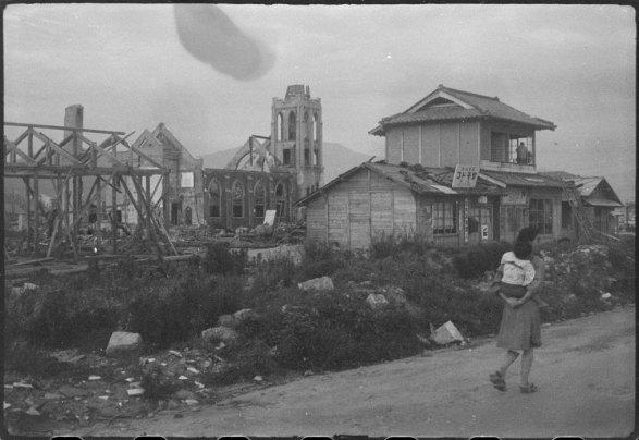 """""""Estamos nos aproximando da estação, e já na direita e esquerda estendendo-se de vista, os restos carbonizados da cidade morta"""""""