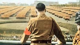 Líder na Alemanha Adolf Hitler (1889 - 1945) Durante desfile militar de posse em 1933