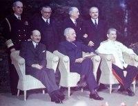 Conferência de Potsdam, na Alemanha. Roosevelt morrera e Churchill perdeu as eleições
