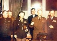 Eisenhower e a comitiva americana