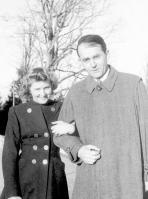 Eva Brown posa com Albert Speer, arquiteto e ministro de armamentos do Reich e das indústrias militares.