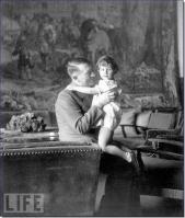 Hitler com Ursula, a Schneider, filha de Herta, que era o melhor amigo de Eva.