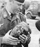 Vale tudo pra acabar com a carência dos soldados, até tartaruga nazista