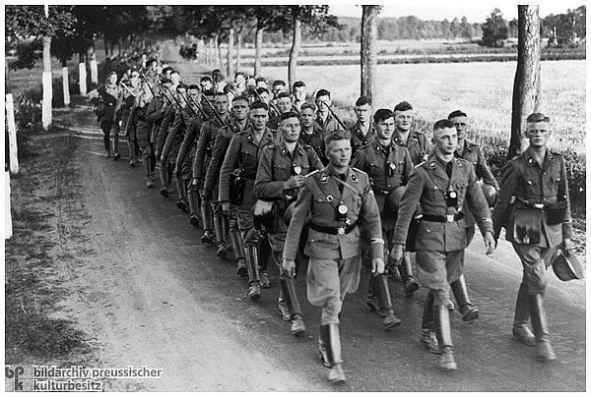 """Die SS-Leibstandarte Adolf Hitler w""""hrend eines 6-Tage-Ausmarsches"""