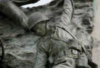 Esse é um Monumento que retrata o desesperado momento do abrigo
