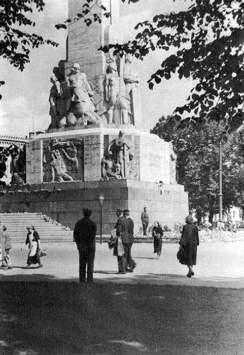Estamos em Riga, podemos ver um monumento pela liberdade