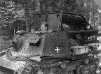 O inverno se foi, mas o problema agora é a lama causada pela neve derretida. Um tanque russo capturado será reaproveitado pelo regimento.