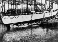 Bismarck imediatamente após seu lançamento, em Hamburgo, Alemanha, 14 de fevereiro de 1939