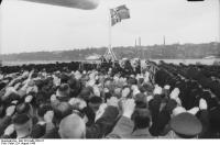 Cerimônia de Comissionamento do encouraçado alemão Bismarck, 24 de agosto de 1940, foto 07 de 10; capitão Ernst Lindemann vindo a bordo