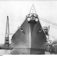 Battleship Bismarck no porto de Kiel, na Alemanha, a queda 1940