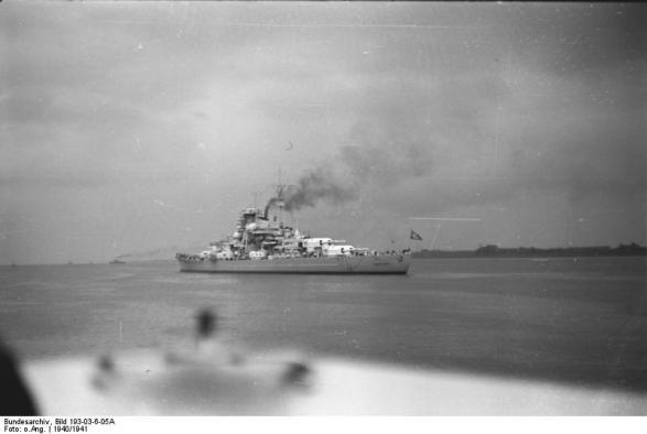 Battleship Bismarck no porto, 1940-1941, foto 2 de 3