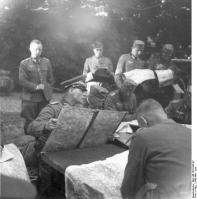 Frankreich, Erwin Rommel und Offiziere mit Karten
