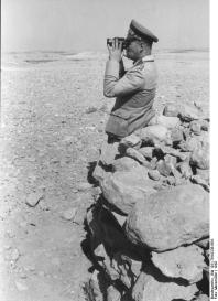 Nordafrika, Erwin Rommel mit Fernglas