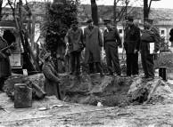Soldiers Over Hitler's Grave, Berlin 1945
