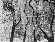 Vista aérea de Hiroshima antes da eclosão mostrando a alta densidade da área construída.
