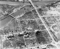 Vista aérea de Hiroshima, olhando para baixo em X que está no centro da imagem.