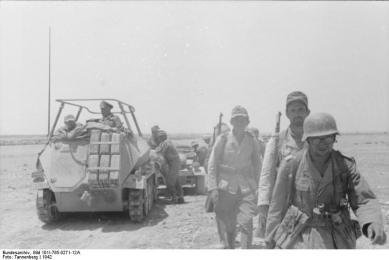 "Nordafrika, Rommel im Befehlsfahrzeug ""Greif"""