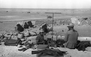 Nordafrika, Soldaten mit Funkgerät