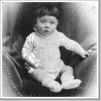 Hilter com 1 ano de idade