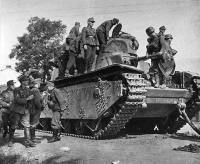 A resistência bolchevique é extremamente difícil. Reunimo-nos com os tanques inimigos capturados. Mas eles são esmagados pelo espírito de luta do corajoso Gebirgsjäger.