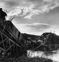 Ponte destruída em Trembovlya.