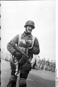 Italien, Fallschirmjäger bei Ausbildung, Feldwebel