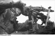 Bei Monte Cassino, Fallschirmjäger mit MG