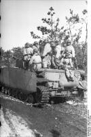 Russland, Soldaten in Winterausrüstung auf PanzerIV