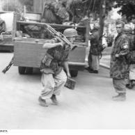 Italien, Fallschirmjäger im Einsatz