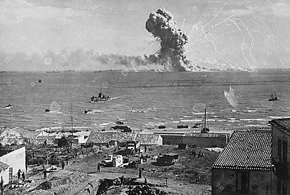 Explosão de Navio de Abastecimento