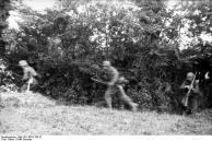 Frankreich; Infanterie geht vor