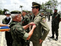 TC PM - Basílio - Cmt 16º BPM recebe a Medalha Aspirante Mega do General Benzi - Comandante Militar do Nordeste