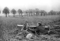 vor Berlin, Volkssturm mit Panzerabwehrwaffe