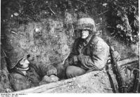 Frankreich.- SS-Panzergrendiere im Schützenloch