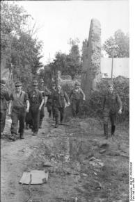 Frankreich, deutsche Soldaten in Ortschaft