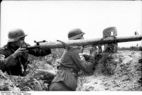Russland-Nord, Soldaten mit Raketen-Panzer-Büchse