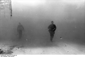 Frankreich, Soldaten vor Rauchwand