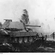 Russland, Infanterie und Panzer im Kampf