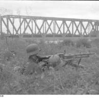 Russland, MG-Stellung an Brücke über Psjol
