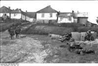 Russland-Süd, deutsche Soldaten vorOrtschaft