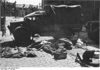 Calais, Straßensperre, tote englischeSoldaten