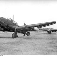 Italien, Ju 87, Lastensegler DFS 230 auf Flugplatz