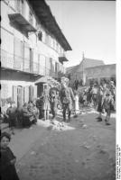Polen, zwei Soldaten beiStadtbummel