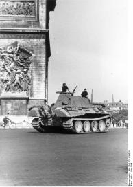 Paris, Panzer V (Panther) vor Arc de Triomphe
