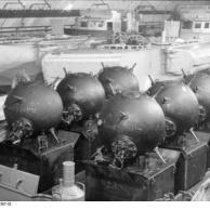 Minen auf S-Booten im Bunker