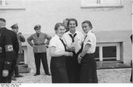 KZ Dachau, Besuch von BDM-Führerinnen
