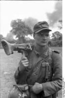 Frankreich, Soldat mitMG